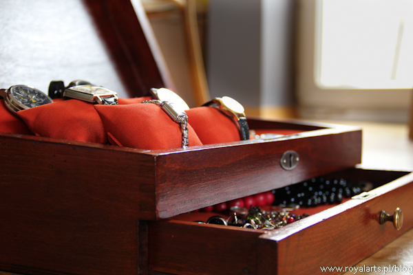 szkatułka na zegarki, Omega, Longines, Atlantic, zabytkowa szkatułka, renowacja szkatułki, szkatułka na biżuterię.