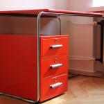 biurko lekarskie, biurko medyczne, biurko czerwone, biurko thonet, biurko traffic red, biurko gabientowe, biurko art deco, biurko bauhaus, biurko thonet, odnowienie biurka, biurko chrowowane, biurko niklowane